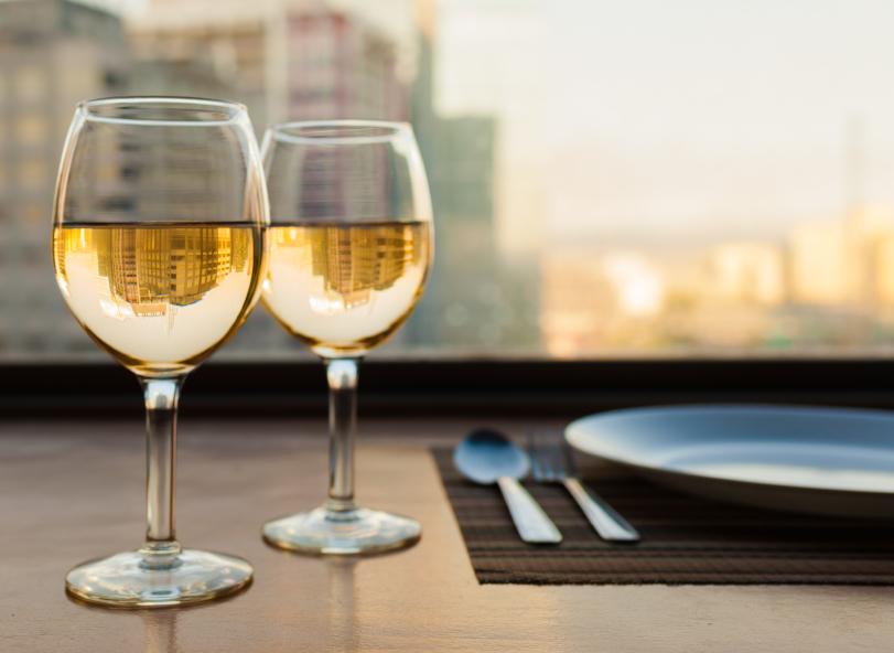 Elegant White Wine iStock_000057335908_Small